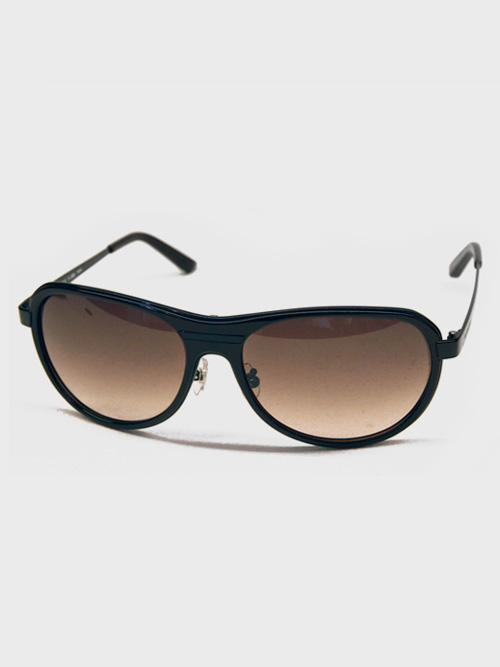 VIKTOR&ROLFよりサングラスが再入荷しました。