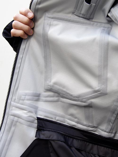 【is-nessのスノースポーツにも使えるハイスペックなフードジャケット】