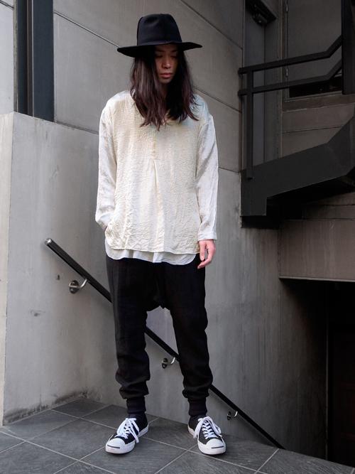 【BED J.W FORDの素材感が特徴的なプルオーバーシャツ】