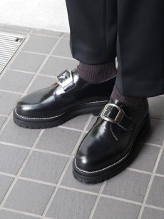 soe // One Buckle Plain Toe Shoes